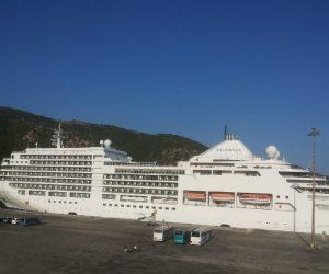 Ήγουμενίτσα: «Έδεσε» στην Ηγουμενίτσα τo κρουαζιερόπλοιο «Silver Spirit»-Επίσκεψη του Προέδρου του ΟΛΗΓ Ανδρέα Νταή στο πλοίο