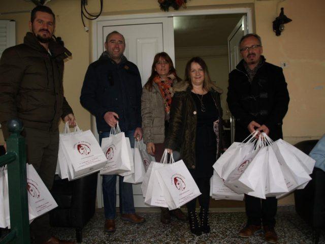 Επιμελητήριο Θεσπρωτίας: Μοίρασαν χαμόγελα και δώρα στο Γηροκομείο Ηγουμενίτσας