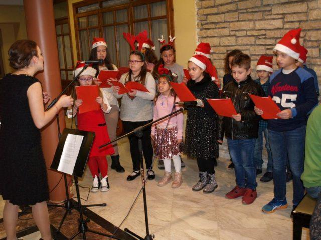 Ήγουμενίτσα: Χριστουγεννιάτικη συναυλία από την παιδική χορωδία του Θεσπρωτικού Ωδείου Ηγουμενίτσα-Εκλεψε την παράσταση ο 17χρονος κλαρινίστας Γιάννης Σιάρκος ( ΒΙΝΤΕΟ)