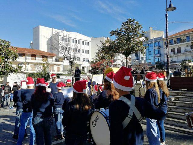Ήγουμενίτσα: Γέμισε Χριστουγεννιάτικες μελωδίες από την Μπαντίνα της Φιλαρμονικής του Δήμου
