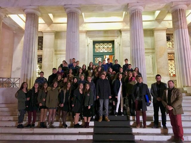 Θεσπρωτία: Μαθητές και μαθήτριες από το Γυμνάσιο Νέας Σελεύκειας υποδέχθηκε στη Βουλή ο Μάριος Κάτσης