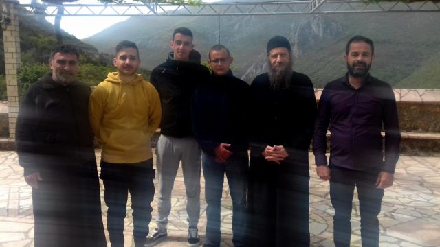 Θεσπρωτία: Nέοι της ενορίας Κεστρίνης Θεσπρωτίας προσκύνησαν στη Μονή Γηρομερίου τη Μ. Εβδομάδα