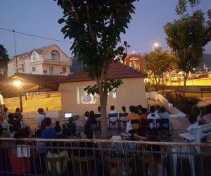 Θεσπρωτία: Αυτοσχέδιο θερινό σινεμά της ενορίας Λαδοχωρίου